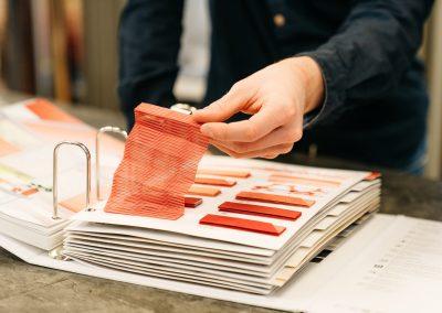 Auswahl an Stoffen und Materialien, für Rollos, Plissees und Gardinen in unserem Geschäft in Schröttinghausen (Bielefeld) nahe Werther
