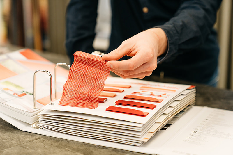 Auswahl an Stoffen und Materialien, für Rollos, Plissees u. Gardinen in unserem Geschäft in Schröttinghausen (Bielefeld) nahe Werther