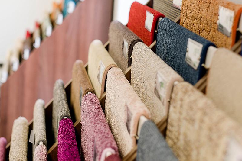 Auswahl an Teppichen, Teppichböden und weiteren Fußböden in unserem Geschäft in Bielefeld Schröttinghausen nahe Werther