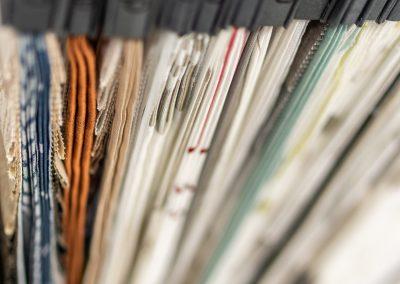 Auswahl an Stoffen für Gardinen in unserem Fachgeschäft für Bodenbeläge und Innenausstattung in Schröttinghausen nahe Bielefeld