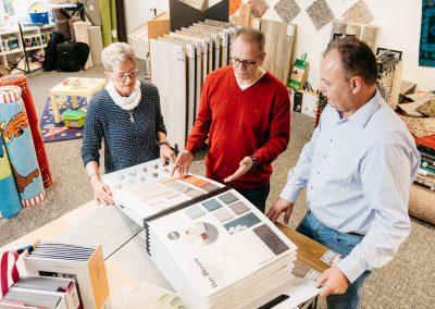 Beratung und Auswahl an Produkten für Fußbodengestaltung in unserem Geschäft in Bielefeld Schröttinghausen