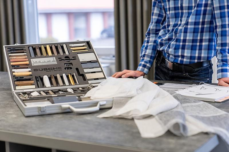 Näh- und Kettelarbeiten, Polsterarbeiten und große Auswahl an Stoffen und Textilien in unserem Geschäft in Bielefeld Schröttinghausen